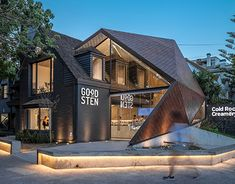 Read Argentine architecture studio HitzigMilitelloArquitectos realised a peculiar creamery in Buenos Aires where a geometric and faceted volume with a Cafe Design, Store Design, House Design, Interior Design, Construction Documents, Construction Manager, Box Architecture, Cafe Shop, Restaurant Design