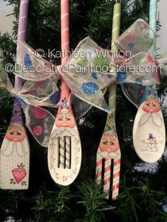 Santa Spoon Ornies Pattern - Kathleen Whiton - PDF DOWNLOAD #paintingpattern #epattern Fork Crafts, Wooden Spoon Crafts, Christmas Projects, Holiday Crafts, Christmas Crafts, Christmas Decorations, Diy Crafts, Christmas Ornaments, Wooden Spoons