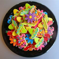 fiesta cookie tray for Cinco De Mayo, May red white and green, party Yummy Cupcakes, Cupcake Cookies, Sugar Cookies, Iced Cookies, Birthday Cookies, Mexican Cookies, Mexican Fiesta Party, Mexican Fiesta Decorations, Fiestas Party