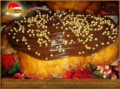 Rabanada com recheio de Chocolate ao Leite e miçangas de açúcar douradas. Você nunca comeu uma igual.