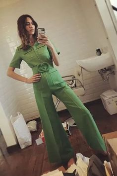 From tea dresses to styling, we've unearthed the four trends that will never go out of style in London.London fashion trends: Alexa Chung wears Gucci jumpsuit 👠 Stylish outfit ideas for women who love fashion! 70s Inspired Fashion, 70s Fashion, Look Fashion, Autumn Fashion, Vintage Fashion, Womens Fashion, Gucci Fashion, Fashion Dresses, Fashion 2018