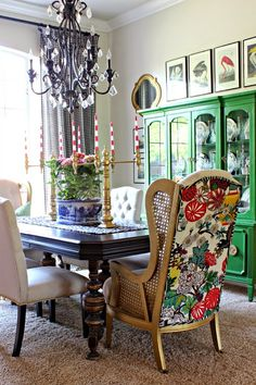 Spring Home Tour, Spring Decorating Ideas Living Room Decor, Living Spaces, Dining Room Inspiration, Eclectic Decor, House Colors, Home And Living, Decoration, Family Room, Sweet Home