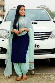 Punjabi Suit Simple, Simple Indian Suits, Ladies Suits Indian, Punjabi Suits Designer Boutique, Boutique Suits, Indian Designer Suits, Patiala Suit Designs, Kurta Designs Women, Kurti Designs Party Wear