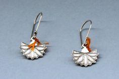Les Grandes Chouchoutes du week-end : Boucles d'oreilles Argent Jaïpur ! En argent 999è recyclé. Boucles d'oreilles pendantes réalisées équitablement au Niger.