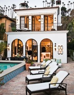I've had a pic of this house on my inspiration board for awhile now! So glad to see it again on Pinterest. I love it!
