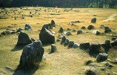 Libro Territorio Vikingo. En la región de Aalborg se encuentra el cementerio de Lindholm Hoje.