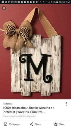 23 Clever DIY Christmas Decoration Ideas By Crafty Panda Barn Wood Crafts, Pallet Crafts, Pallet Art, Wooden Crafts, Country Wood Crafts, Barn Wood Decor, Pallet Projects Signs, Small Pallet, Barn Wood Projects
