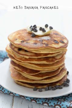 Keto Banana Pancakes - All Day I Dream About Food Baking With Coconut Flour, Coconut Flour Pancakes, Banana Pancakes, Peach Ice Cream Recipe, Ice Cream Recipes, Sugar Free Chocolate, Chocolate Chips, Sugar Free Eating, Quick Keto Breakfast