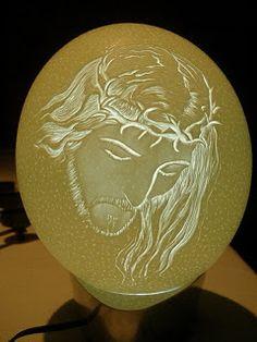 Arte em Casca de Ovos - Escultura em casca ovo - Egg Carving: Avestruz - Christ