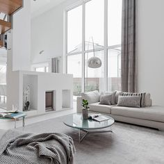 Uusi viikko käyntiin! Tätä upeaa kotia pääsee ihailemaan lisää: http://bolkv.fi/kohde/501842/ #bolkv #kotimyynnissä #scandinavianhome #homedecor