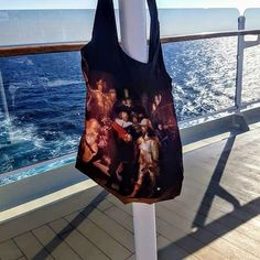 100% recycled petfles, super mooie prints, draagt 20 kilo en handig met rits Prints, Reusable Tote Bags, Fashion, Moda, Fashion Styles, Fashion Illustrations, Fashion Models, Printmaking