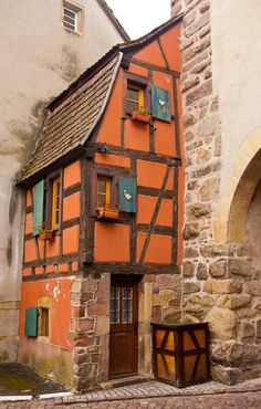 Tiny house by lourdes .... Makes me smile ! I love the medieval times and tiny houses!