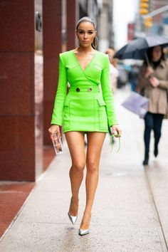 Olivia Culpo in David Koma attends the Neon Brunch at the Magic Hour Rooftop Bar in NYC. Olivia Culpo, David Koma, Mode Lookbook, Fashion Lookbook, Chic Outfits, Dress Outfits, Fashion Outfits, Look Disco, Street Style