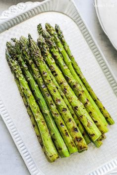 SPARANGHEL GĂTIT ÎN 3 MODURI | Rețetă + Video - Valerie's Food Lunch Recipes, Cooking Recipes, Tasty, Yummy Food, Asparagus, Food And Drink, Vegetables, Smoothie, Fine Dining