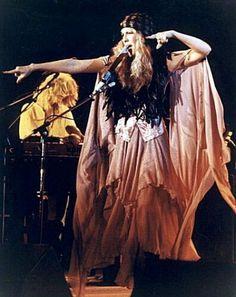 Stevie Nicks - stage presence - 70s fashion