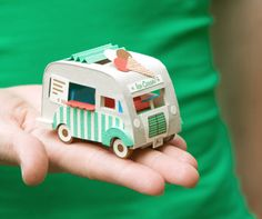 Tutorial: How to Make a Vintage Ice Cream Van (paper and foam board) 3d Paper Crafts, Paper Toys, Diy Paper, Diy Crafts, Mini Van, Origami, Vintage Ice Cream, Ice Cream Van, 3d Prints