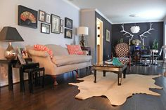 The 8 Best Neutral Paint Colors That'll Work In Any Home, No Matter The Style (PHOTOS) Caviar, by Sherwin-Williams (soft black) and Manhattan Mist, by Behr Paints (gray-white) 1940s Living Room, Eclectic Living Room, Living Room Designs, Living Room Decor, Living Rooms, Family Rooms, Sofa Design, Interior Design, Eclectic Design