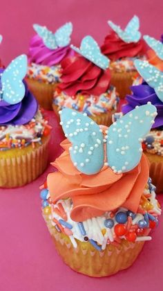 Fancy Cookies, Cupcake Cookies, Sweets Recipes, Just Desserts, Butterfly Cupcakes, Rainbow Cupcakes, Cupcake Piping, Pastel Candy, Pretty Cupcakes