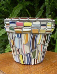 Mosaic Art Plate Rim Shard Garden Flower Pot by DumbLadyMosaics, $29.99 Mosaic Planters, Mosaic Vase, Mosaic Flower Pots, Terracotta Flower Pots, Mosaic Garden, Mosaic Crafts, Mosaic Projects, Mosaic Pieces, Mosaic Madness