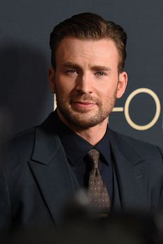 Actor Chris Evans attends the premiere of Radius and Productions' 'Before We Go' at ArcLight Cinemas on September 2 2015 in Hollywood California Chris Evans Beard, Robert Evans, Capitan America Chris Evans, Chris Evans Captain America, Logan Lerman, Amanda Seyfried, Steve Rogers, Actor Picture, Man Thing Marvel