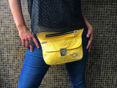 Exclusiva riñonera  bolso  bandolera Waterproof Yellow por CAOMKA