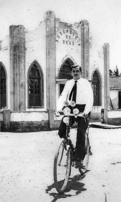 Professor Tiago Educador musical do Amapá, em frente à Assembleia de Deus, da rua Tiradentes com a Presidente Vargas.