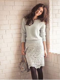 冬服に軽やかな華やかさを。上品も辛口もいけるレースタイトスカートのコーデ集 | by.S