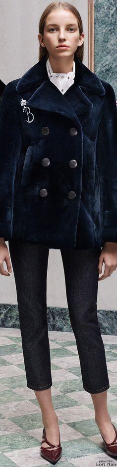 ❖ Her Bloomers are Blue ♔ Balenciaga Pre-Fall 2015 Runway Fashion, Fashion Show, Fashion Outfits, Fashion Design, Fashion Trends, Winter Fashion 2015, Catwalk Collection, Fashion Forecasting, Cold Weather Fashion