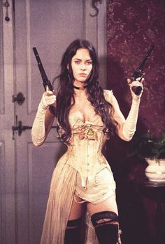 Celebrities in Corsets Sexy Megan Fox in Jonah Hex wearing a Steampunk style underbust corset. 3 People Costumes, Costumes For Women, Pretty People, Beautiful People, Steam Girl, Halloween Disfraces, Bad Girl Aesthetic, Aesthetic Art, Mode Vintage