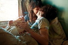 So cute. I want me and my boyfriend to read together, we both love reading. (: