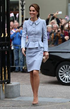 Kate Middleton Photos Photos - Catherine, Duchess of Cambridge arrives at the Mauritshuis Gallery during a solo visit to the Hague on October 11, 2016 in the Hague, Netherlands - The Duchess of Cambridge Visits The Netherlands