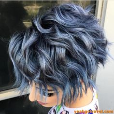 Medium Bob Hairstyles 2019 For Women's And Teens medium bob hairstyles with wavy or wavy waistcoats for a modern and spontaneous look, or a medium-length Brünetter Pixie, Short Wavy Pixie, Short Dark Hair, Super Short Hair, Short Curly Hair, Best Short Hair, Short Hair Back, Thick Hair, Pixie Hair Color