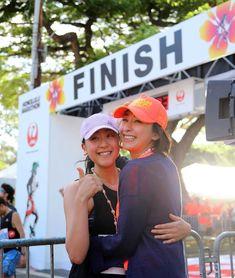 浅田真央のホノルルマラソン挑戦。完走後に綾小路翔や姉の浅田舞らと熱く抱擁 | フィギュアスケートまとめ零