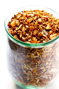 The BEST Healthy Granola LOVE this healthy granola recipe! It's easy to make, naturally sweetened with (minimal!) maple syrup, it's naturally gluten-free, and SO delicious. Perfect for a healthy breakfast or snack! Healthy Snacks, Healthy Eating, Healthy Recipes, Fodmap Recipes, Vegan Granola, Low Carb Granola Recipe With Oats, Low Calorie Granola, Dog Food Recipes, Cooking Recipes