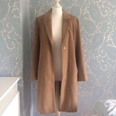 bc7f69ff5e5 Worn but perfect condition. Size 8.  camel  coat -