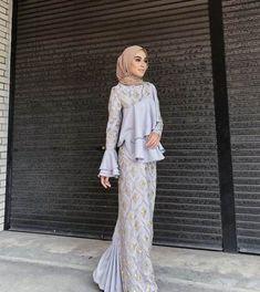 New Dress Hijab Bridesmaid Brukat Ideas S. New Dress Hijab Bridesmaid Brukat Ideas Source by Kebaya Muslim, Muslim Gown, Kebaya Hijab, Kebaya Dress, Hijab Gown, Hijab Evening Dress, Hijab Dress Party, Hijab Wedding Dresses, Dress Brukat