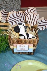 zebra cakes safari / zoo party