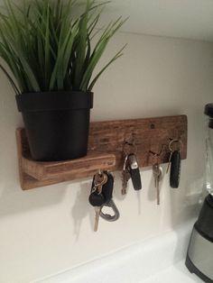 Llavero gancho clave pared gancho clave rústica, decoración de la pared rústica, decoración rústica, estante reciclado, repurposed madera, estante de la plataforma, rústico casa