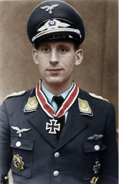 Major Paul Semrau nightfighter pilot recipient of the Knight's Cross of the Iron Cross with Oak Leaves. Semrau was credited with 46 night flight aerial victories during 350 combat missions. Luftwaffe, Ww2 Uniforms, German Uniforms, German Soldiers Ww2, German Army, Germany Ww2, Killed In Action, Military Photos, Fighter Pilot