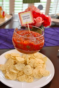 Margarita glass as bowl. Could be used for potato bar toppings Taco Party, Snacks Für Party, Fiesta Party, Appetizers For Party, Margarita Party, Ballerina Party, Mexican Party, Food Platters, Food Presentation
