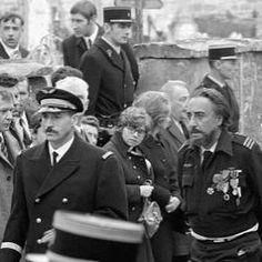omain Gary aux obsèques du #generaldegaulle le 12 novembre 1970. « C'était l'homme de ma vie» dira Gary dans une interview télé en 1975. Romain Gary, 1975, Che Guevara, Captain Hat, Interview, Instagram, November
