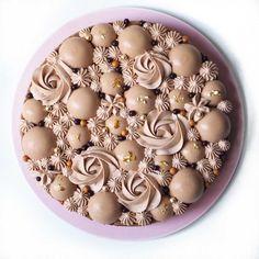 Kaffe-choko kage med sprød praline, blød mousse og en intens brownie Feel Better, Mousse, Breakfast, Healthy, Easy, Food, Morning Coffee, Meal, Essen