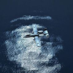 BRRRRRRRTTT plane over the deep blue sea. ➖➖➖➖➖➖➖➖➖➖➖➖➖ #infiniteflight #flyingdevelopmentstudio #avgeek #avgeeks #aviation #instagramaviation #instaplane #fairchild #a10 #a10warthog #warthog #navy