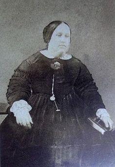 Maria II de Portugal (Rio de Janeiro, 4 de abril de 1819 — Lisboa, 15 de novembro de 1853) foi rainha de Portugal de 1834 a 1853. Era filha do rei D. Pedro IV de Portugal (Imperador do Brasil como D. Pedro I) e da arquiduquesa Dona Leopoldina de Áustria e irmã mais velha de D. Pedro II, imperhttps://pt.wikipedia.org/wiki/Maria_II_de_Portugal