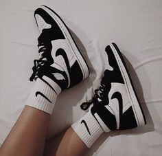 Dr Shoes, Nike Air Shoes, Hype Shoes, Me Too Shoes, Cool Nike Shoes, Nike Socks, Retro Nike Shoes, Converse Shoes, Nike Custom Shoes