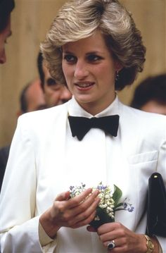 She killed this look! Great job. Princess Diana, looking chic and charming in Florence in April 1985.