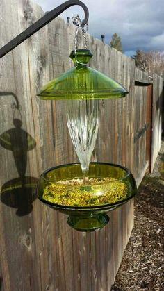 Green and clear glass hanging bird feeder by SingleMommyMadness Broken Glass Art, Sea Glass Art, Clear Glass, Wine Glass, Stained Glass, Glass Garden Flowers, Glass Garden Art, Garden Crafts, Garden Projects