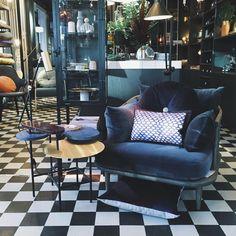 """Eske Interiør # Design på Instagram: """"Det er grått og surt ute men inne hos oss på Eske og hos naboen vår Kolonialen later vi som om det er vår  Velkommen! #eskeinterior #vår #spring #interior #interiordesign #flychair #palettetable #elitis #christinalundsteen"""""""