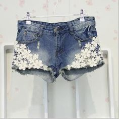 Lace Floral Beading Women Wash Jeans Denim Shorts Size S-2XL Rivet Decorated Summer Fashion Lady Short Pants Trousers