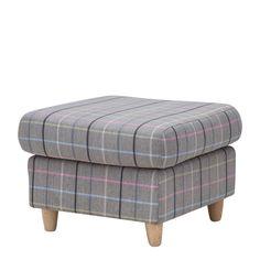 FOTEL EMMA  Hocker Emma wykonany z ciekawej tkaniny w kraciastym wzorze, możesz go wykorzystać jako samodzielny hocker, albo jako element większego zestawu. W ofercie oprócz hockera dostępne są sofa i fotel.Drewniane nóżki wykonane z woskowanego drewna bukowego doskonale pasują i podkreślają oryginalny charakter mebla.
